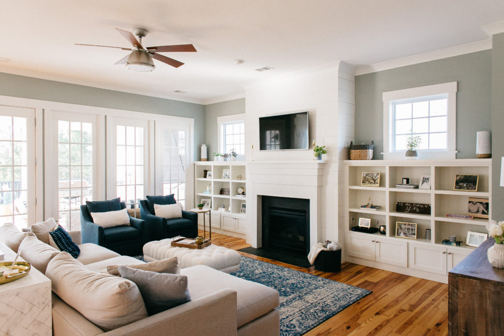 blue white coastal living room decor
